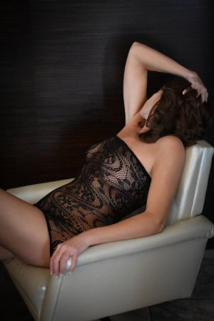 Claire-cécile escorts in Driffield, UK